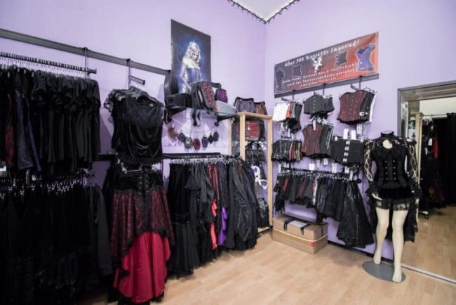 Asmalia Gothic Shop First Room
