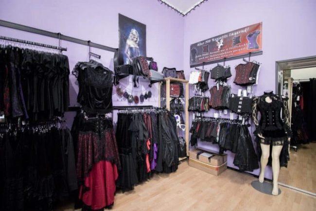 Asmalia Gothic Shop First Room
